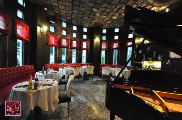 台中餐廳 黑色古堡